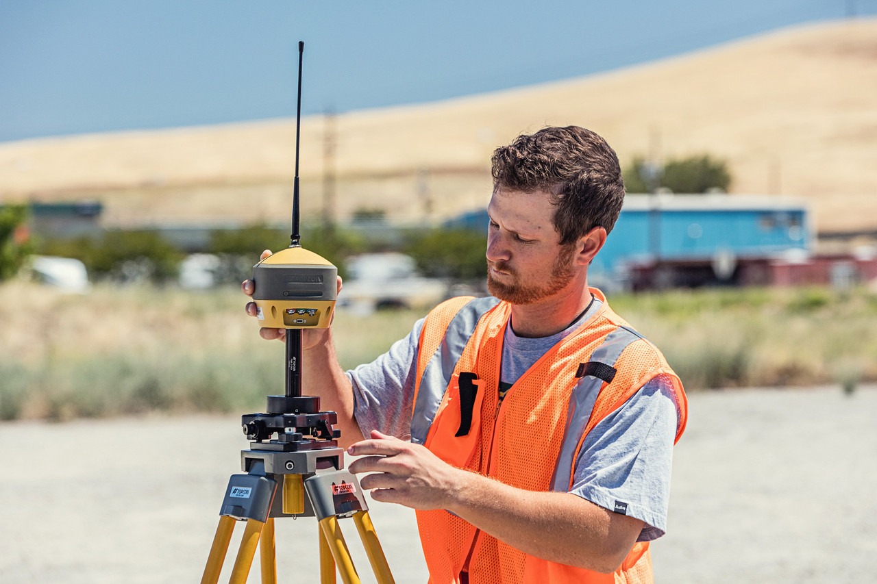 Static observations using Topcon Hiper HR GNSS receiver