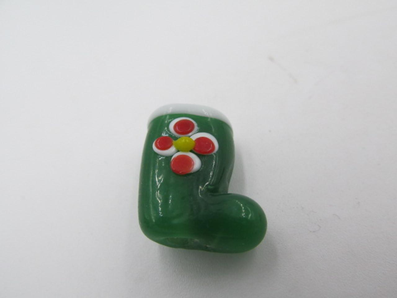 18x13mm Glass Green Stocking w/ Red Flower