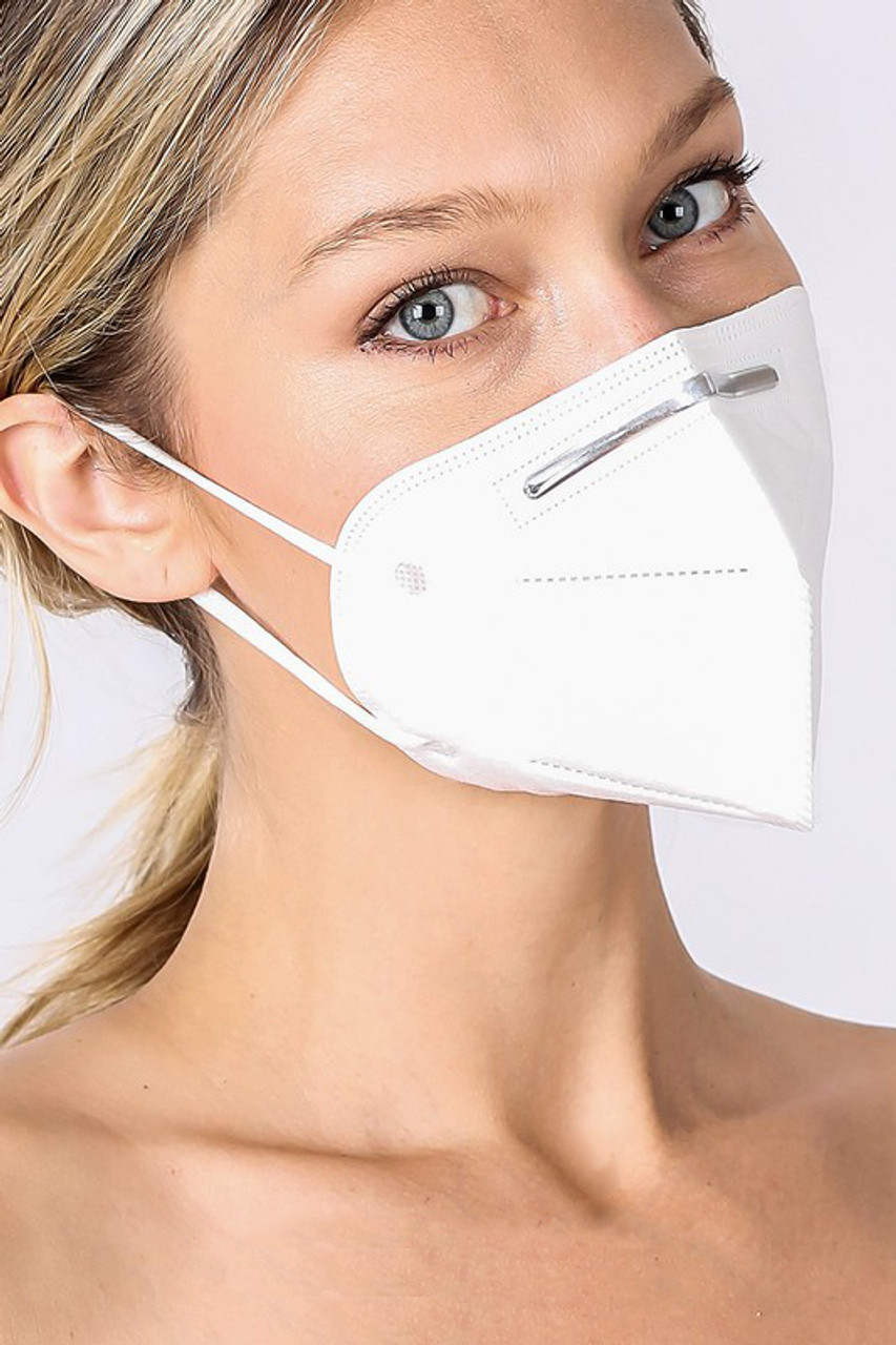 Kn95 Oral Air Filtration Face Mask with elastic ear supports.