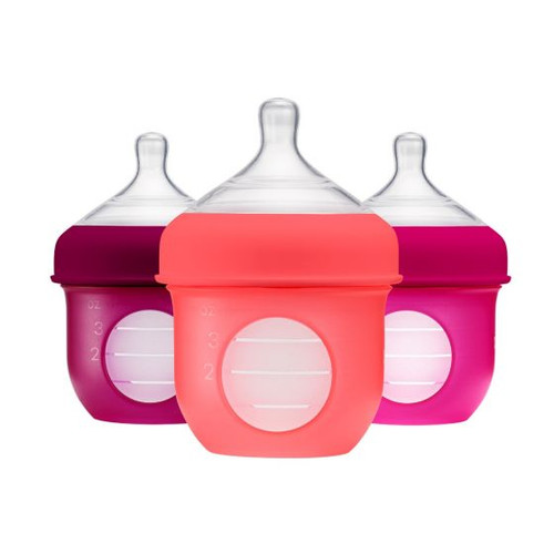 Nursh's revolutionary air-free feeding design features a silicone pouch that collapses as your little one drinks, squeezing out the nasty gas-inducing air that causes colic. No straws, vents or valves here—so it's a snap to clean and assemble. The silicone can even be boiled, sterilized, microwaved and frozen.