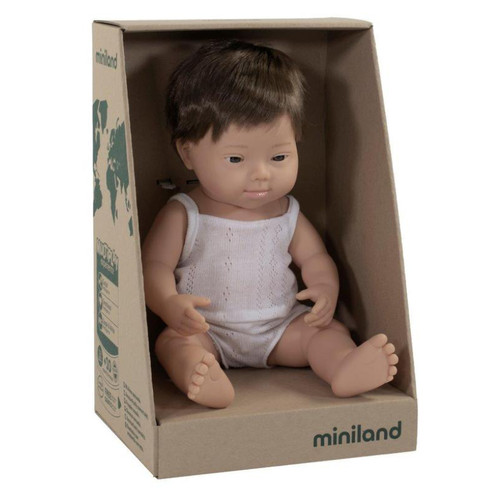 These gorgeous Miniland dolls help comprehend the concepts of family, population groups, the basic rules of relationships and coexistence, respect for racial and sexual diversity.