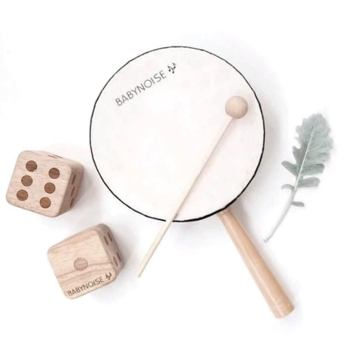The Babynoise Hand Held Drum is only 15 cms wide with a tightly stretched membrane over one side, with a tap of our small drum stick you produce a booming, tapping and hollow sound