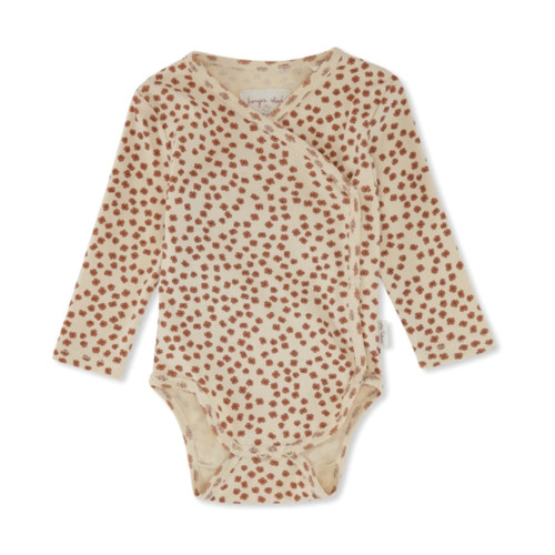 This essentials bodysuits by Konges Slojd feature a delicate flower print. It ́s made in the softest organic cotton jersey, perfect for the sensitive baby skin.
