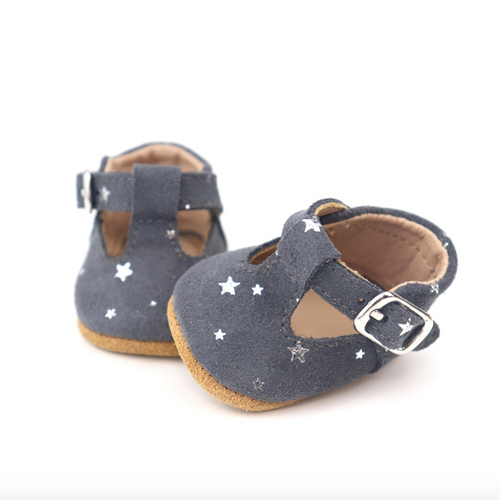 Arch & Bear has the go-to range of quality Baby & Children essential clothing by Burrow & Be offering a mixture of knitwear, bodysuits, leggings and now a gorgeous range of dolls accessories.