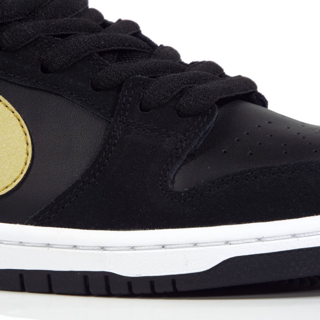 Nike SB Zoom Dunk Low Pro (Takashi) Shoes - Black Metallic Gold ... ce0a14852