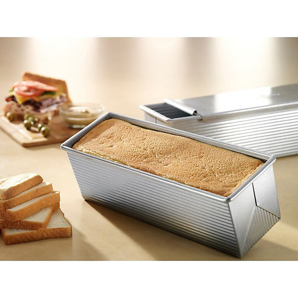 USA Pan Nonstick Pullman Large 13-Inch by 4-Inch Loaf Pan with Cover