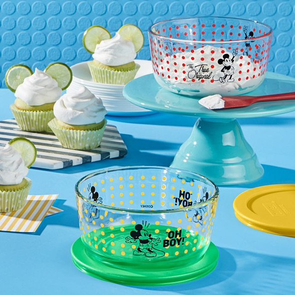 Pyrex® 4-Cup Decorated Storage 4-Piece Mickey Mouse™ Oh Boy / The True Original Set
