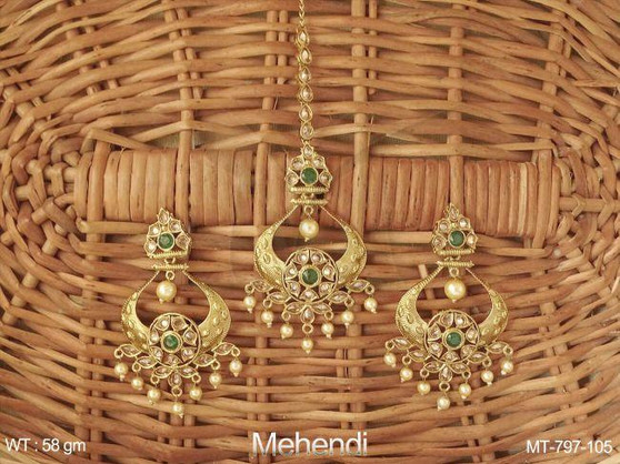 Gorgeous Manng Tikka With Earrings