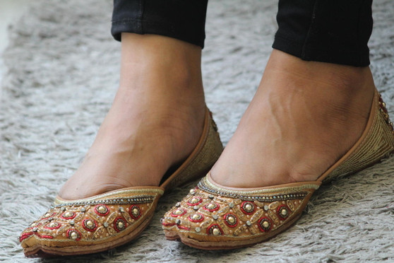 Women Pearl Embroidered Handcrafted Jutti