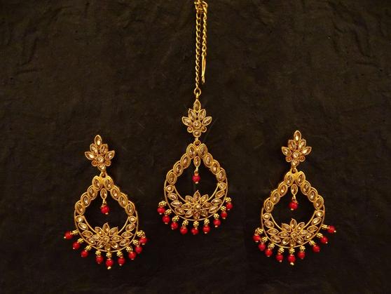 Stone Maang Tikka With Earrings