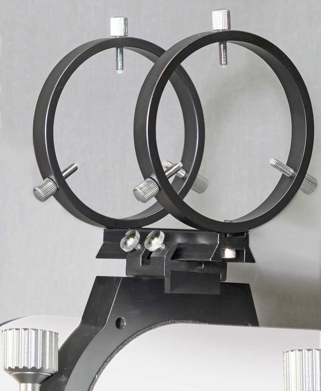 R080ET rings for mounting the Stellarvue 80 mm finder scope to hinged rings