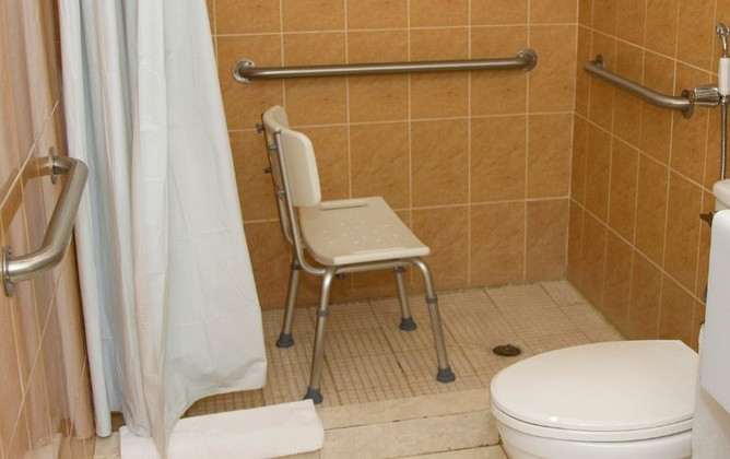 Why Use a Shower Chair? 5 Safety Benefits for Seniors