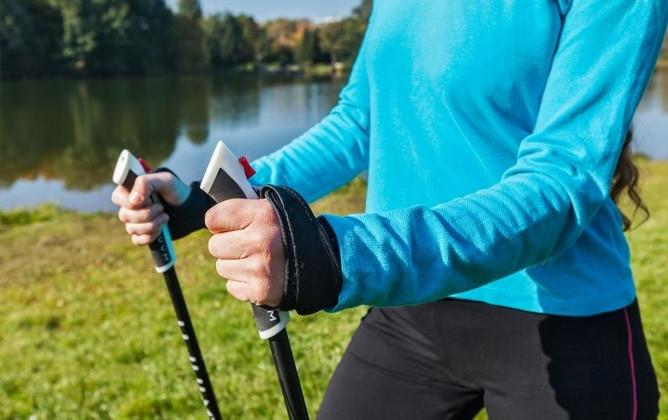 5 Reasons to Start Using Walking Poles for Seniors