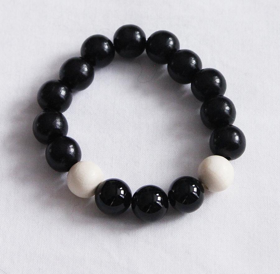 Black agate crystal and Czehoslovakian wood bead bracelet