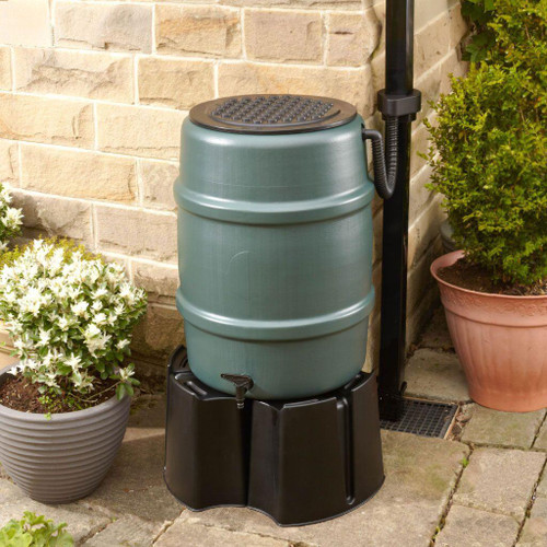 Harcostar 114 litre water butt kit in green. Includes Harcostar stand, rain trap and Diverter