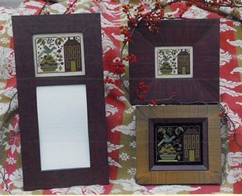 Round Toppers by Samplers and Such Black /& Gold