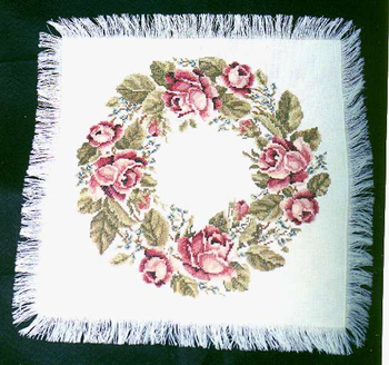 #LD106 Roses Table Topper Sudberry