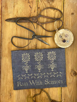 Run With Scissors Sewing PouchPattern by Stacy Nash Primitives 21-1398