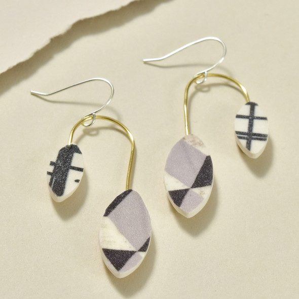 Balanced Leaves Polymer Earrings Black & White