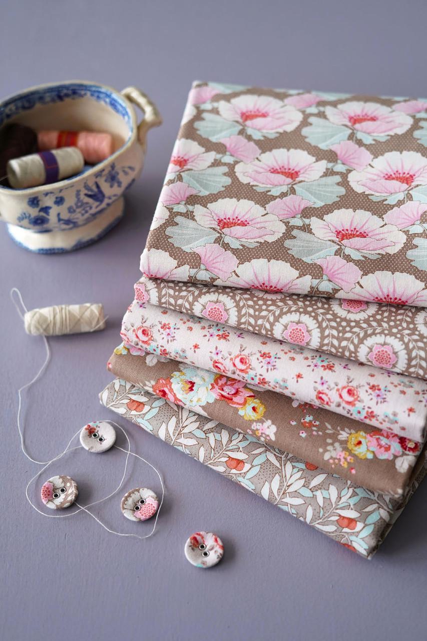 TILDA Maple Farm in UMBER / SAND, Fat Quarter Bundle of 5 Fabrics