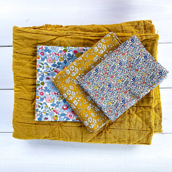 "MERCHANT MILLS  and LIBERTY OF LONDON Baby Blanket in Mustard - Quilt Kit 24"" x 30"" (60 x 76 cm) - Elegante Virgule Canada, Canadian Fabric Shop. Quilting Cotton"