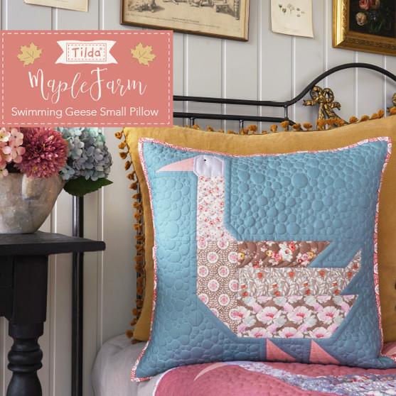 TILDA KIT, Swimming Geese Small Pillow, MAPLE FARM - Elegante Virgule Canada - Canadian Fabric shop