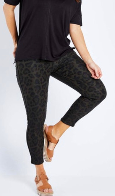 BB REVERSIBLE LEOPARD PRINT PANTS