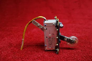 Adams-Rite Manufacturing Co. Landing Gear Control PN 50135, 4573011