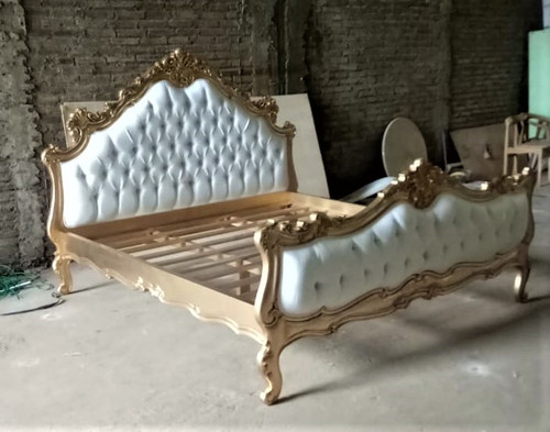 Baroque Tufted Bed with white Velvet