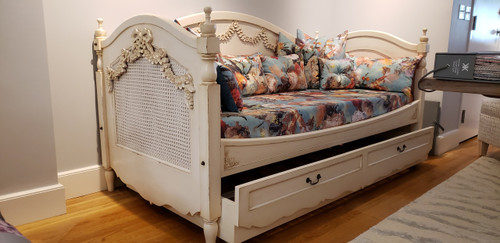 Marie Daybed, French Chateau Ivory