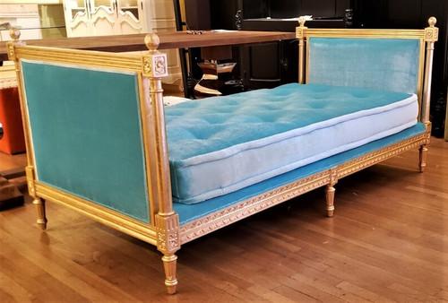 Versailles Daybed, Crackled Gold