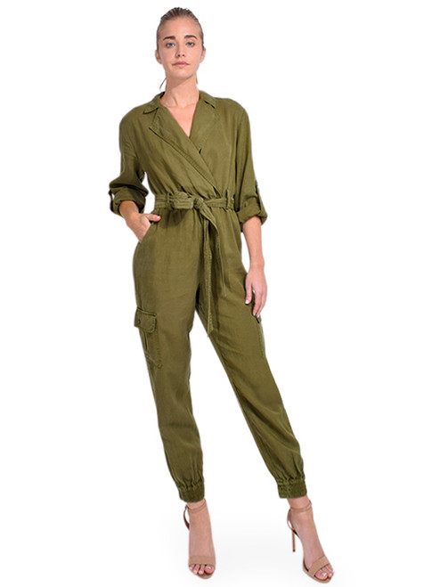 ALICE + OLIVIA Bessie Notch Collar Jumpsuit Front View X1https://cdn11.bigcommerce.com/s-3wu6n/products/33653/images/111563/DSC_0901__23003.1608763341.244.365.jpg?c=2X2