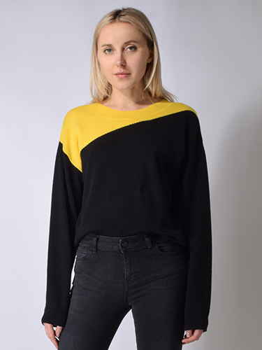 X1https://cdn11.bigcommerce.com/s-3wu6n/products/31547/images/101148/black_and_yellow_sweater_back__79549.1552352628.244.365.jpg?c=2X2