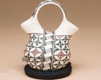 Hand crafted Mata Ortiz Wedding Vase by Rosa Loya