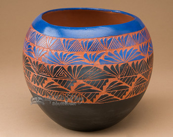 """American Indian Navajo Etched Pottery Vase 8""""x 7"""" (127)"""