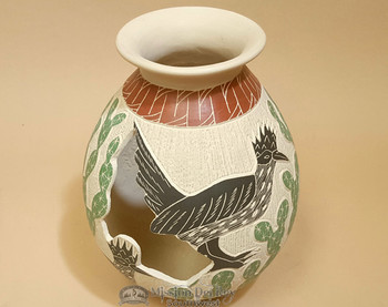 """Mata Ortiz Etched Road Runner Pottery Vase 7.5"""" - Lupe Soto"""
