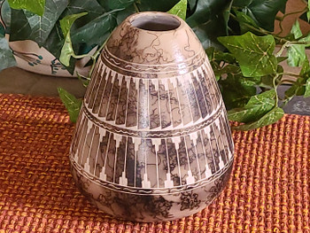 Native American Navajo Horse Hair Pottery Vase