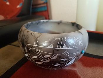 Native American Navajo Etched Horse Hair Bowl