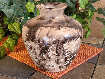 Native American Navajo Etched Horse Hair Vase