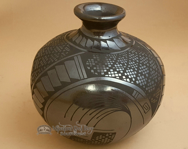 Authentic Hand Painted Mata Ortiz Pottery Vase - Alejandro Soto