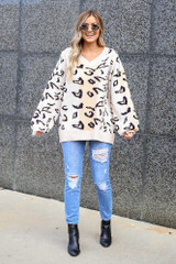 Model wearing the Blush Color Block Leopard Luxe Knit Top with distressed mom jeans and ankle booties