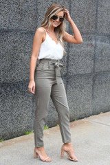side view paperbag waist pants