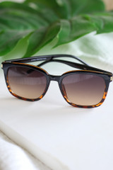 black/tortoise sunnies at dress up