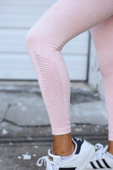 Close Up of the High-Waisted Ribbed Leggings in Peach