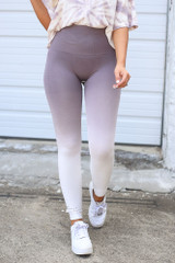 Mauve - Close Up of the Ombre High-Waisted Leggings