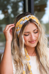 Close Up of the Floral Headband