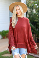 Rust - Model wearing an Oversized Knit Top with a wide brim hat
