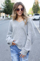 Heather Grey - Dress Up model wearing an Oversized Sweater with skinny jeans