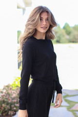 Cropped Pullover in Black Side View