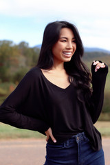 Black - Basic V-Neck Tee